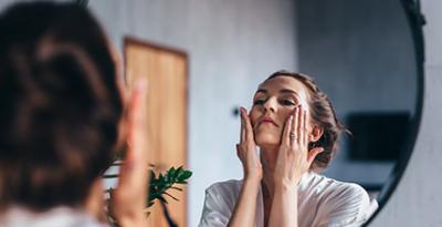 Pourquoi et comment utiliser un exfoliant pour le visage ?